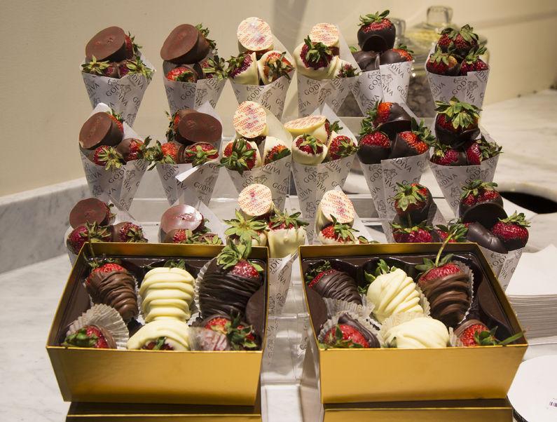 チョコレート ディップド ストロベリー