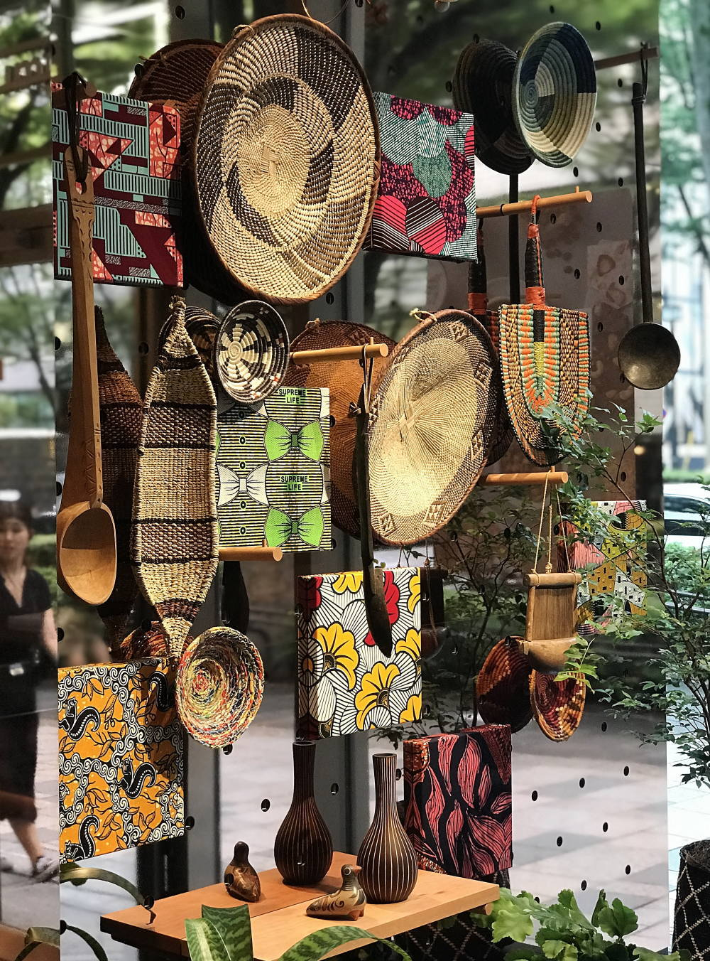 imperfect表参道 カカオの国の民芸品展示