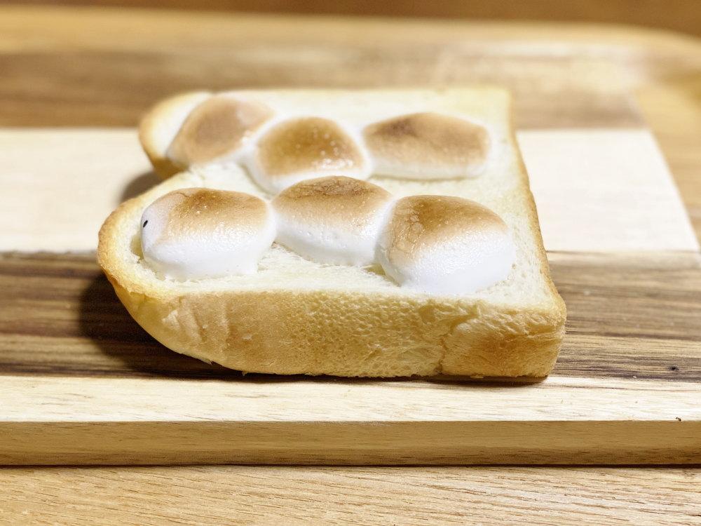マシュマロとポップコーン、チョコレートを使ったトーストの作り方