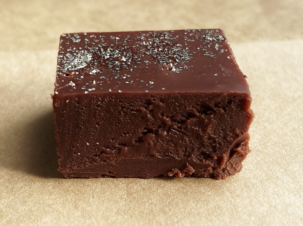 神様の大粒生チョコレート 断面