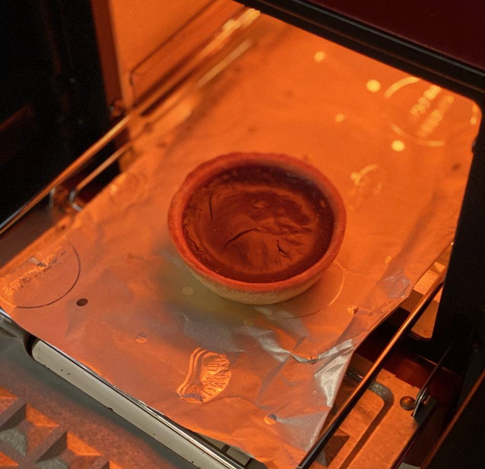 ショコラエッグタルトをオーブンで焼く