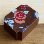 ベルギーの水の都ブルージュから来たお花柄チョコを食べてみた!「デプラ ポールショコラティエ」日本店舗もあり