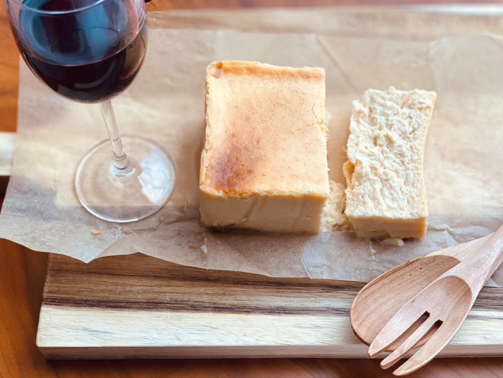 チーズケーキホリックを赤ワインと一緒に