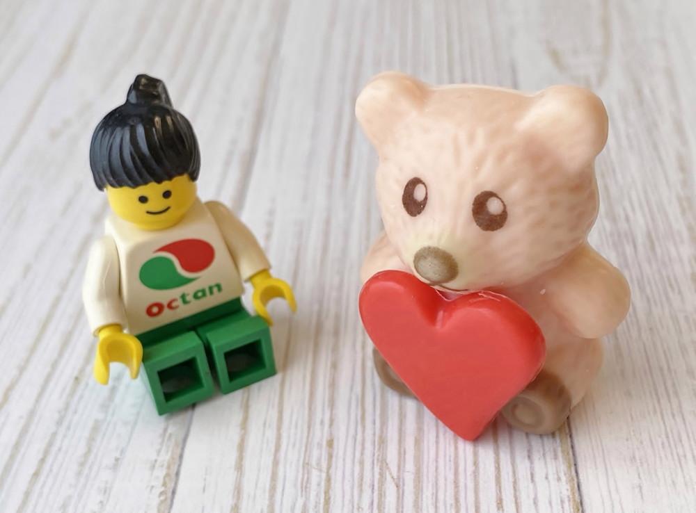 クマのチョコとレゴ