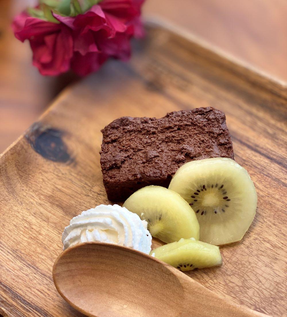 THE chocola 季節のフルーツと生クリーム