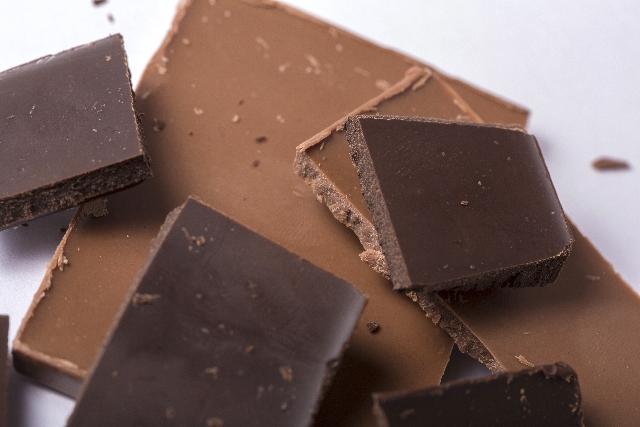 チョコレートの見た目の違い 色