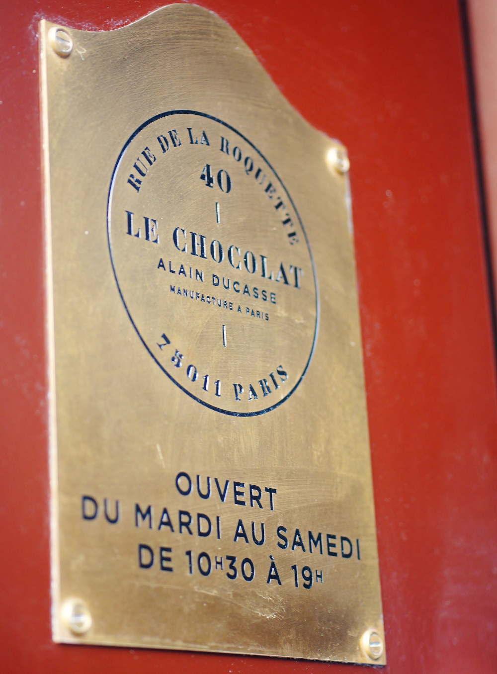 アランデュカス パリ本店のプレート