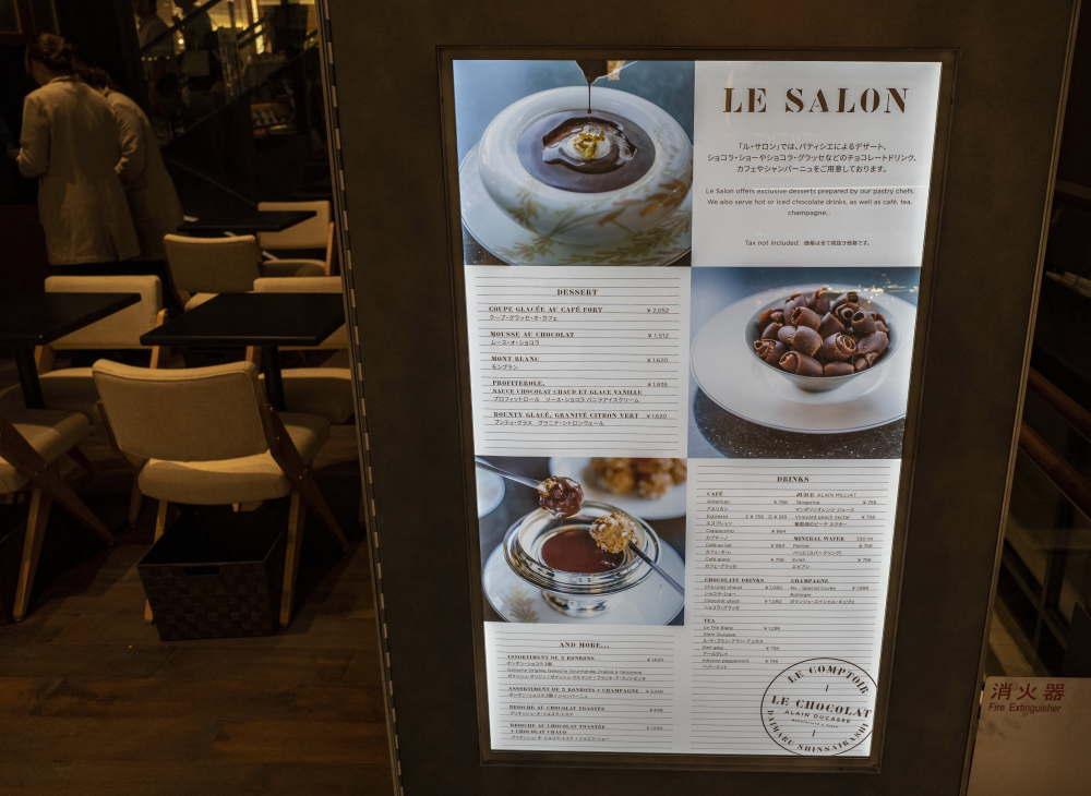 大丸心斎橋のル・サロン限定の「プロフィットロール ソース・ショコラ バニラアイスクリーム」