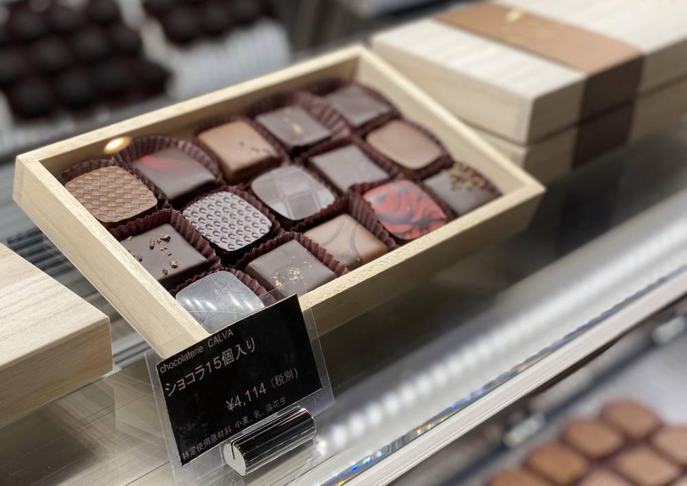 ショコラトリーカルヴァのボンボンショコラ 木箱入り