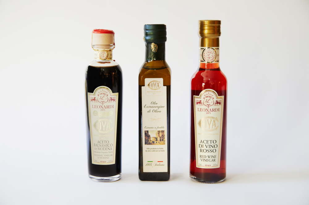 イタリアのバルサミコ酢とオリーブオイル