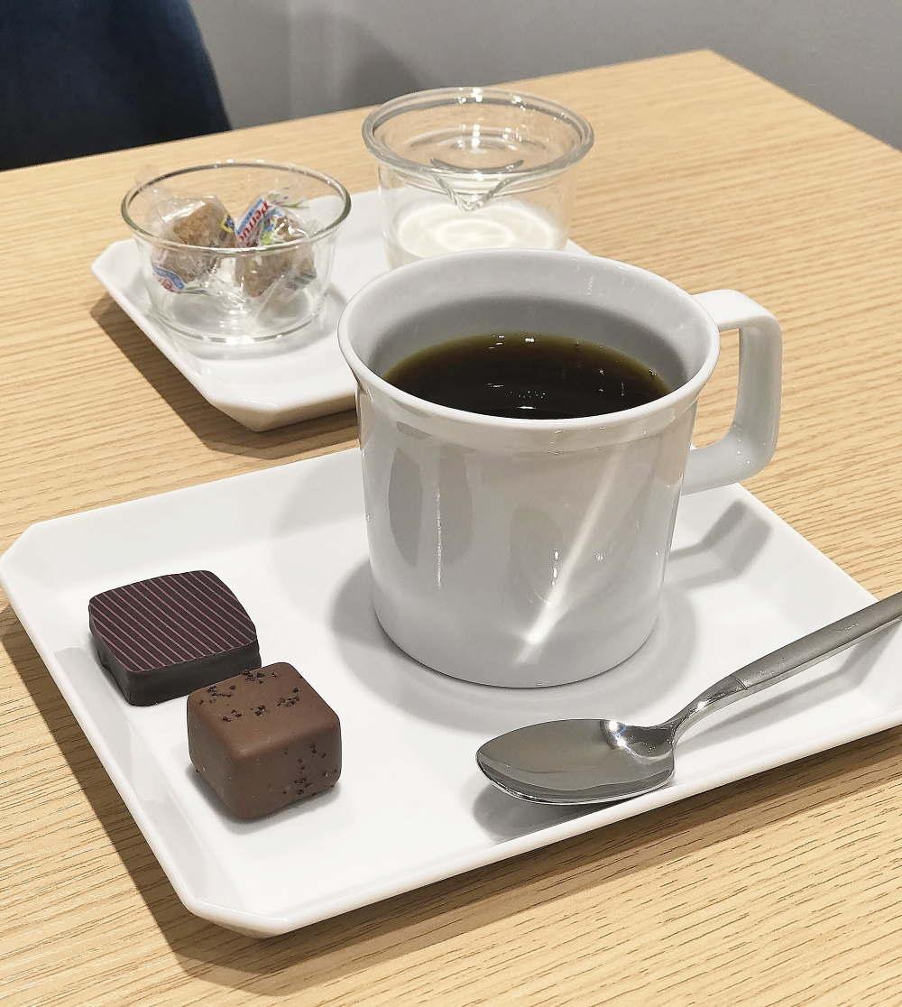 ファブリスジロット 日本 表参道店舗 カフェの様子