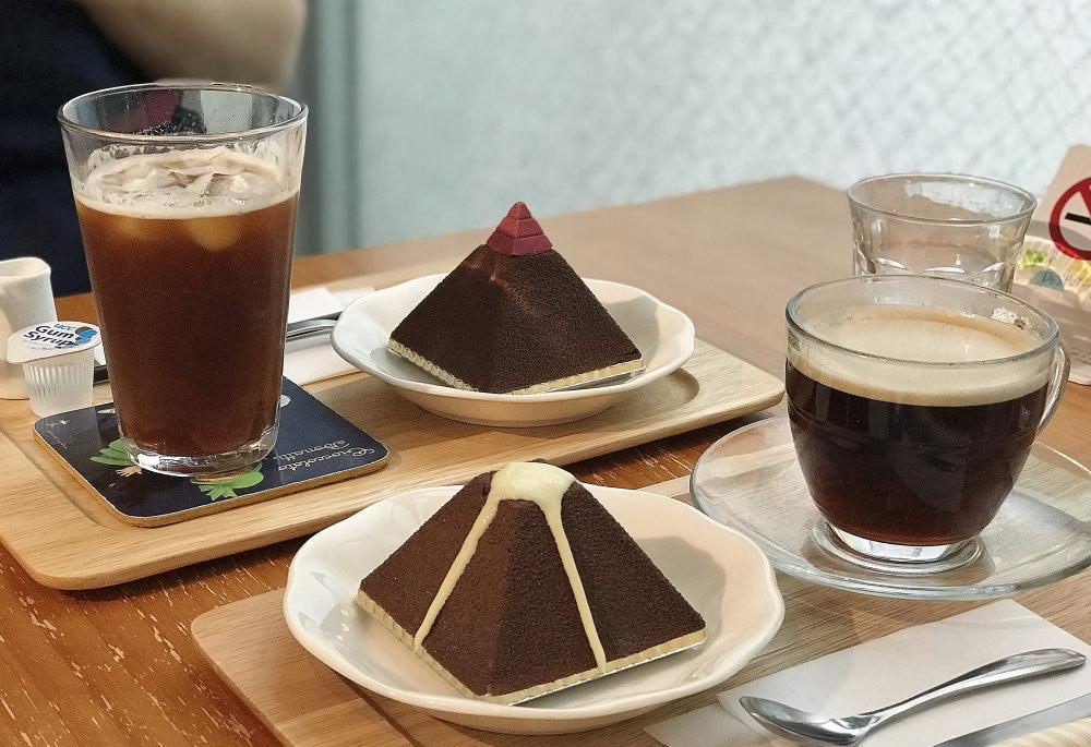 レ・プティット・パピヨット カフェの様子 ケーキ