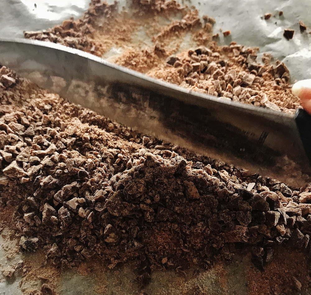 チョコを刻む