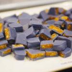 青いチョコの中に、香ばしキャラメル「ケルノン ダルドワーズ」
