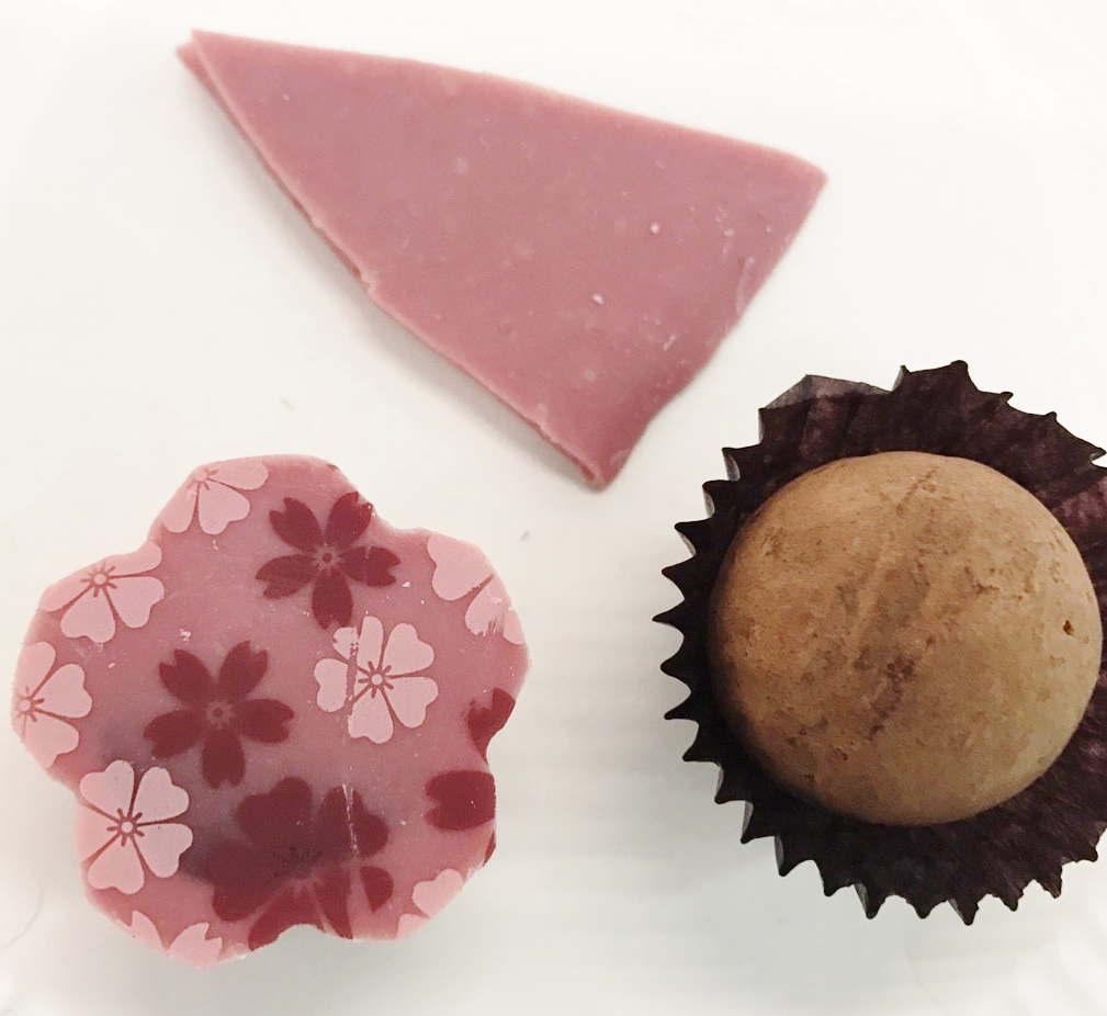 ルビーチョコレートを使ったボンボンショコラ
