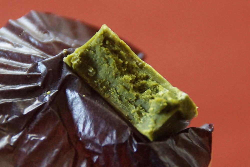 辻利のボンボンショコラ 濃茶の断面図